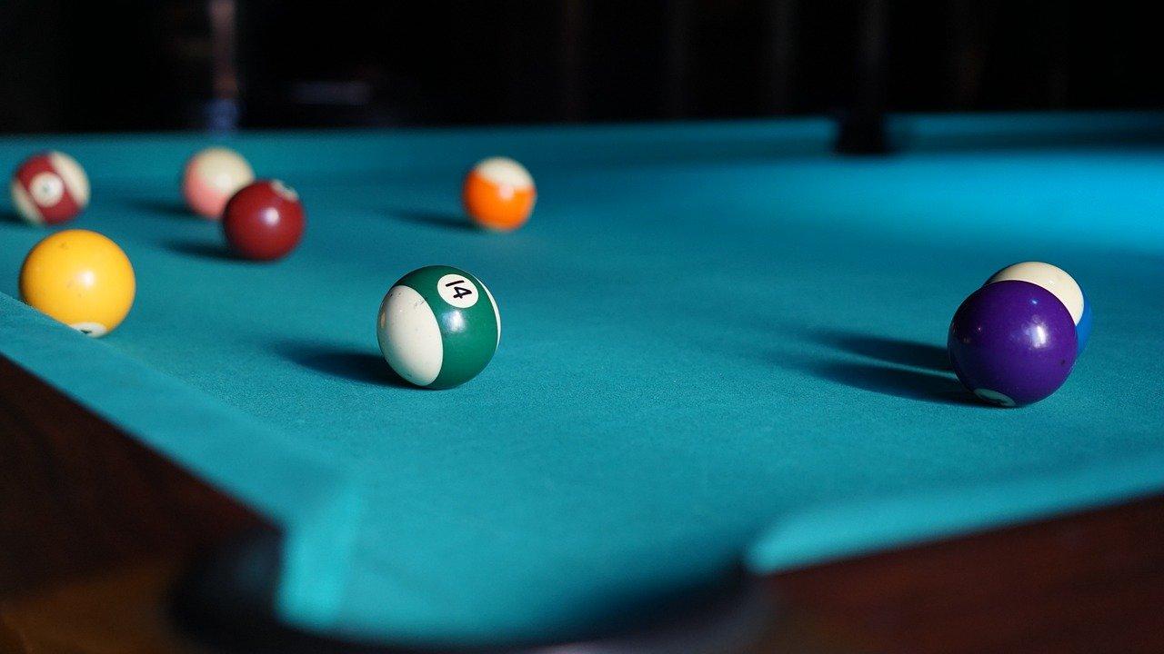 ¿Cómo jugar al billar americano y no morir en el intento?