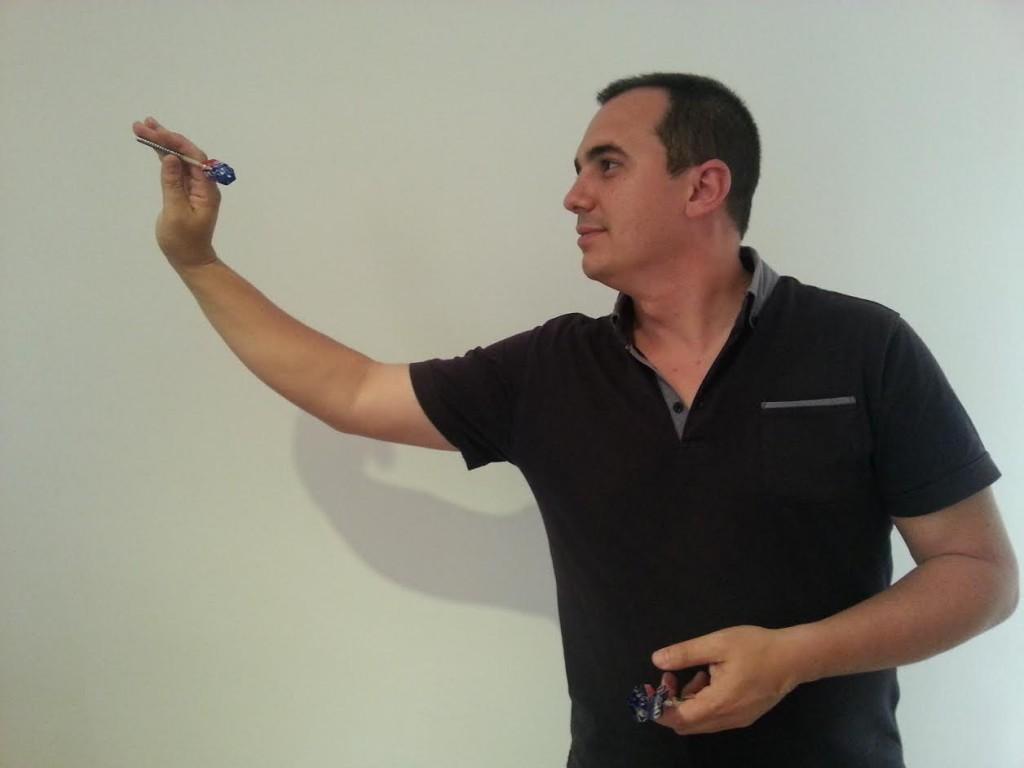 Jugador de Dardos Luis de Huelva